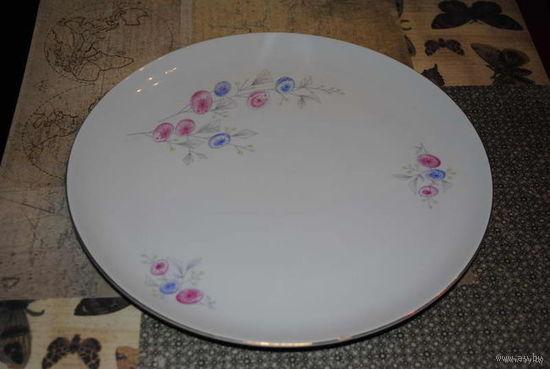Фарфоровое блюдо-тарелка из ГДР - фирмы - WeissWasser - В отличном состоянии - без погрешностей в виде сосколов и трещин-!