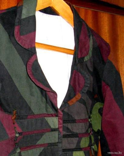 Пиджак стильный на наш 42 р. Интересный крой. Маркировка М. Хлопок 100%. На качественной подкладке. Практичный и оригинальный цвет. Турция