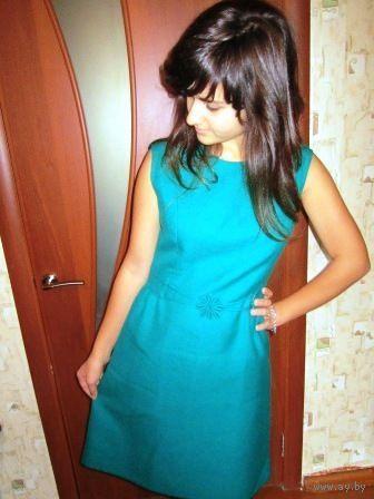 Зелёное платье на подкладке. Очень стильно в этом сезоне