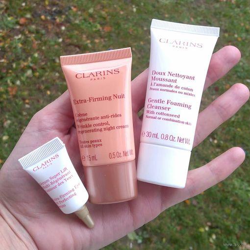Набор минипродуктов Clarins в косметичке