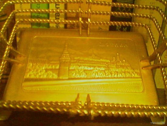 Конфетница металлическая под золото с видами Кремля (Мосштамп?)