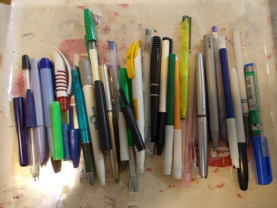 Ручки разные старые, трафареты около 8шт, цена за все!