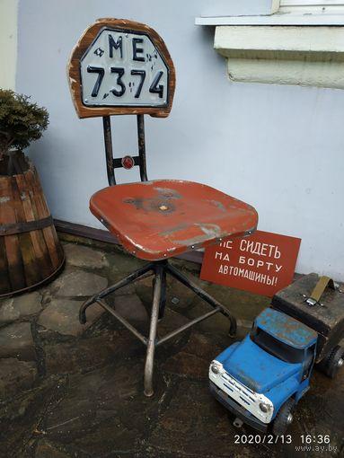 Винтовой стул,   в лофт-индустриальном стиле.