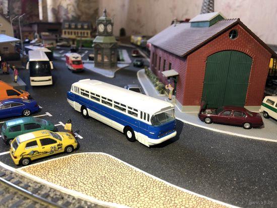 Модель автобуса IKARUS 66 (перекрашен). Масштаб НО-1:87.
