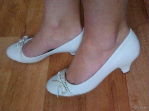 Белые туфли нат.кожа New Look на среднем каблучке