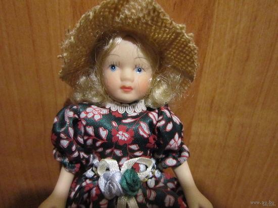 Кукла полностью фарфоровая в очень красивом наряде. Винтаж из Германии. Сестричка для дамы эпохи