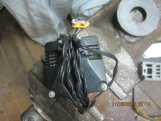 Зарядное под крону (можно подключать вместо кроны или заряжать)