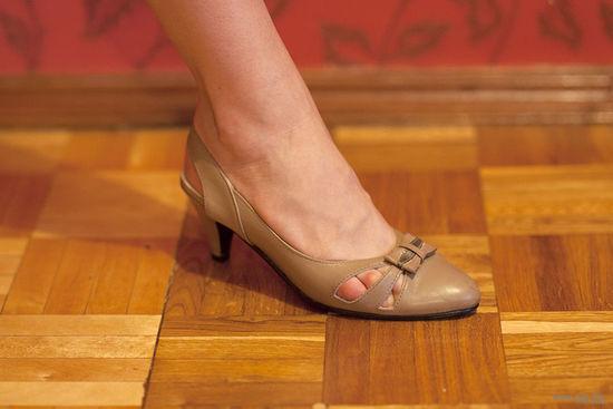 Туфли бежевые, кожа, 37 р-р