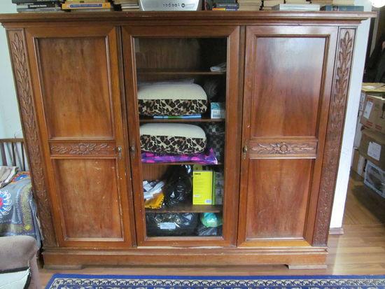 Шкаф из массива (есть письменный стол из этого комплекта)