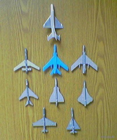 Военная техника из советских игровых наборов: самолетики (8шт.). (возможен обмен)