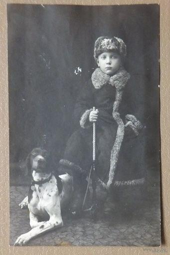 Мальчик с ружьем и  собакой до 1917 г