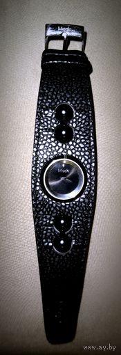"""Часы с черным жемчугом, """"Misaki""""  из Бутика """"LeCadeau""""."""
