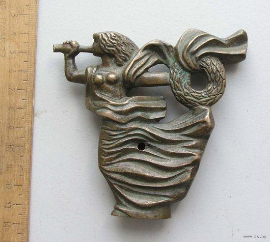 Бронзовая декоративная фигурка ( вероятно украшение от мебели )