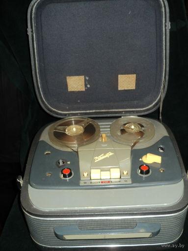 Бабинный магнитофон Комета