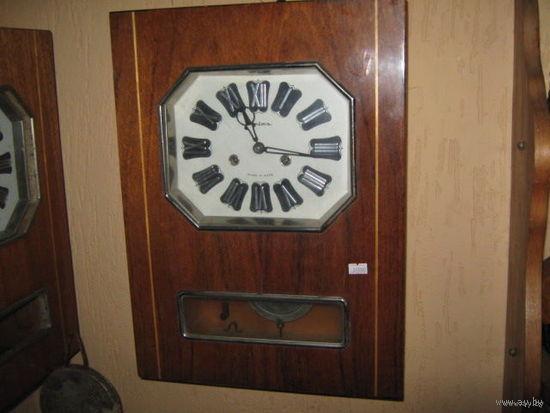 """Часы настенные """"Янтарь""""70-е года."""