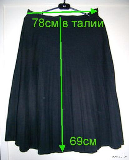 Юбка в складку на резинке черная, р.46-48, б.у