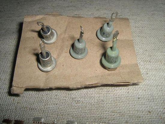 Выпрямительные кремниевые диоды Д229 Б  --5штук